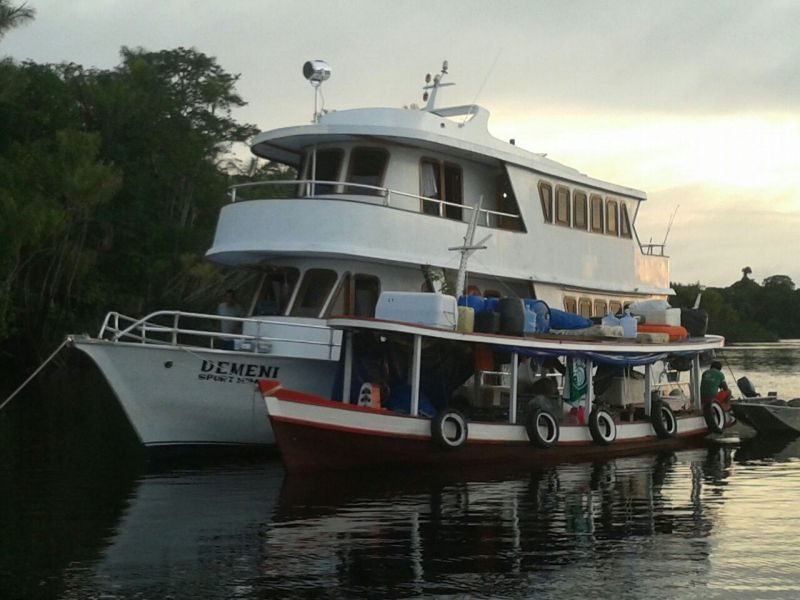 Barco Hotel Demeni