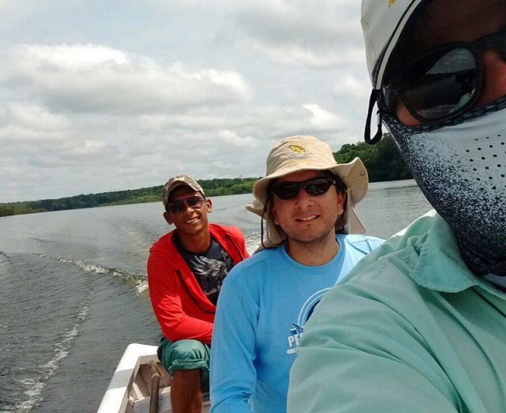 Grande parceiro Túlião e eu a caminho de mais um período de pesca.jpg