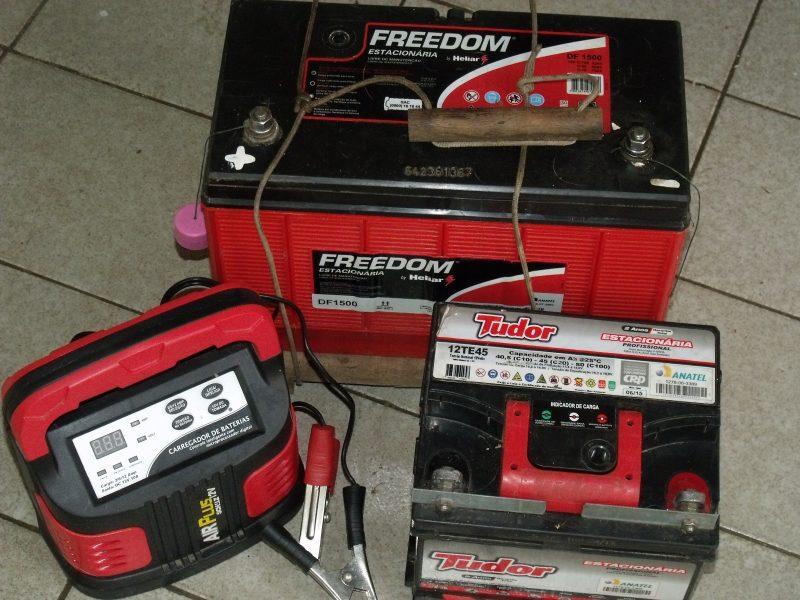 008_baterias e carregador.JPG